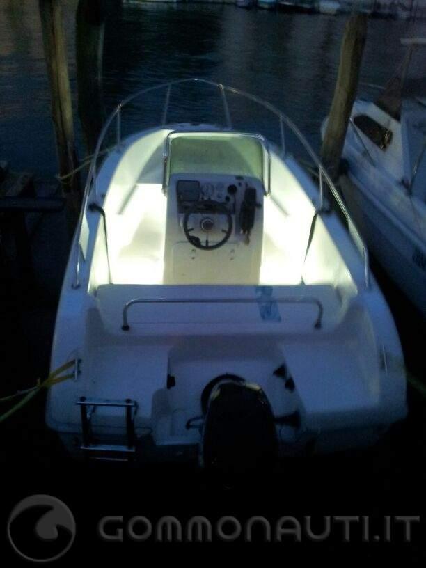 Luci A Led Per Barche.Installazione Luci Di Cortesia A Led Per Pozzetto