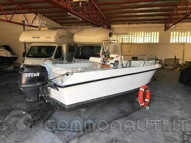 Qualcuno sa dirmi che barca è?