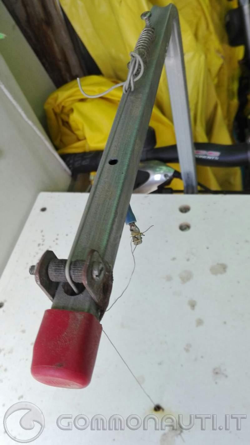 attrezzino per tagliare gomma piuma
