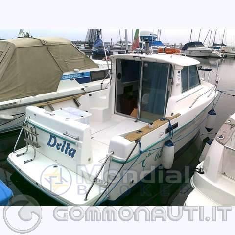 Idea nuova barca cabinata for Barchetta da pesca