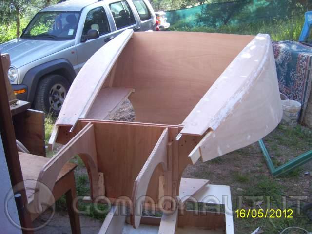 Costruzione hard top cabina vetroresina di prua bwa 740 for Piani di cabina fai da te