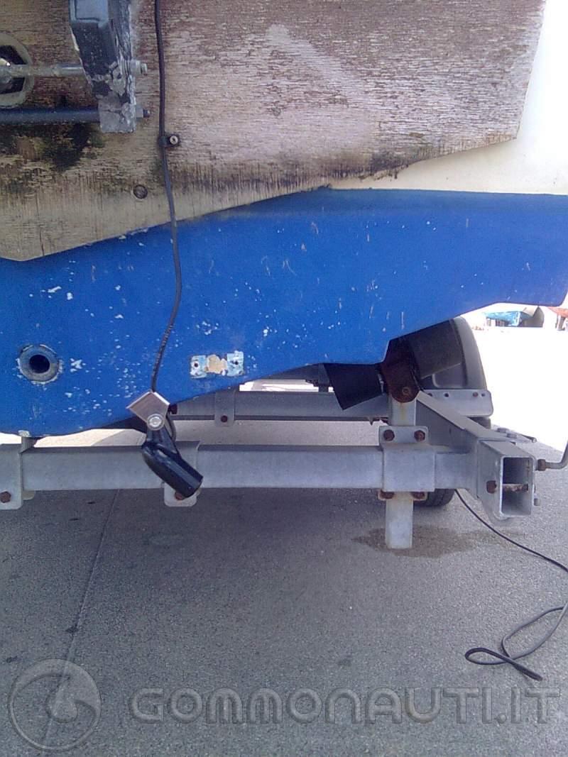 Come installare un ecoscandaglio con trasduttore di poppa ...