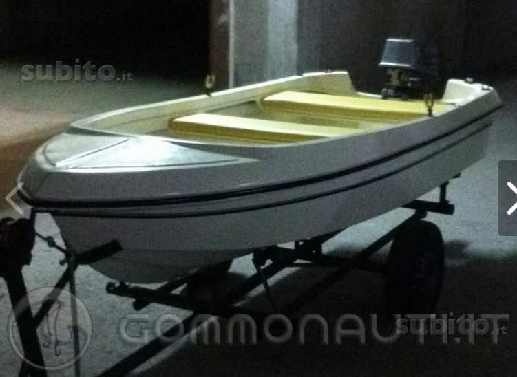 Barchetta in vetroresina da 3 70 mt con selva 15cv per for Barchetta da pesca