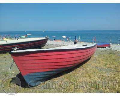 Lancia in vetroresina con motore e carrello for Barca lancia vetroresina