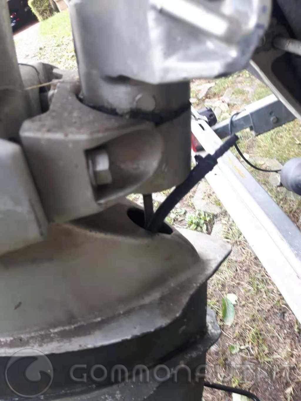 Honda BF40A domanda tubicino che esce dal piede