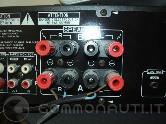 come si fa a collegare due amplificatori in auto
